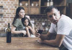 Come Aiutare un Marito Alcolista